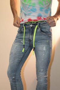 pantalon de hombre joven